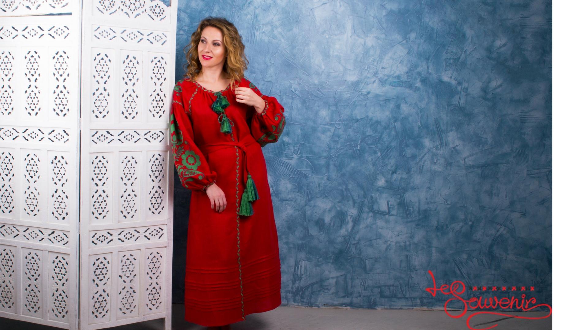 А як неперевершено виглядає тендітна жіноча фігура у народному українському  вбранні – вишитій сукні. Сьогодні плаття-вишиванка може мати який завгодно  фасон ... a475a2f2d7f85
